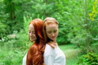 Photo Credit: Sarajane Case Photography © How to be a Redhead. Co-Founders of How to be a Redhead, Adrienne & Stephanie Vendetti.